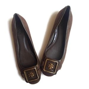 Tory Burch Brown Suede Gold Tone Logo Size 6M